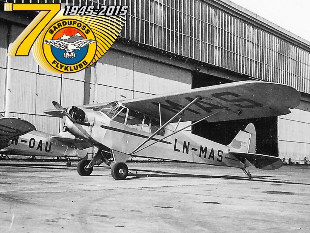 Det aller første flyet klubben eide. En Baby Cub med registrering LN-MAS.